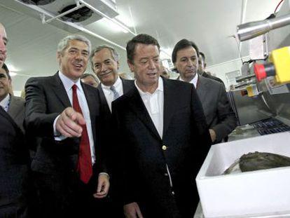 El presidente de Pescanova (izquierda), junto al exprimer ministro de Portugal y otras autoridades en la inauguración de la planta de Mira en 2009