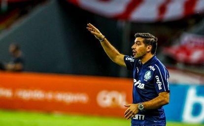 Abel Ferreira, entrenador del Palmeiras, durante un partido de la liga brasileña el pasado 19 de diciembre en Porto Alegre.