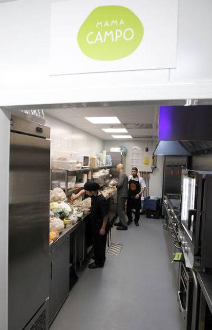 Aspecto de una de las seis cocinas abiertas por Deliveroo en Madrid.