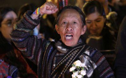 Manifestantes durante la concentración en memoria de los indígenas asesinados en Tacueyo el pasado 29 de octubre en Bogotá, Colombia.
