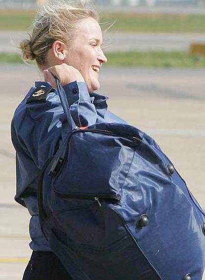 Faye Turney aterriza en el aeropuerto londinense de Heathrow el pasado jueves después de haber sido liberada por Irán.