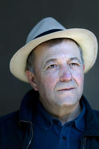 Vicente Todolí, exdirector de la Tate Modern y apasionado de los cítricos, en su finca de Palmera, en Valencia.