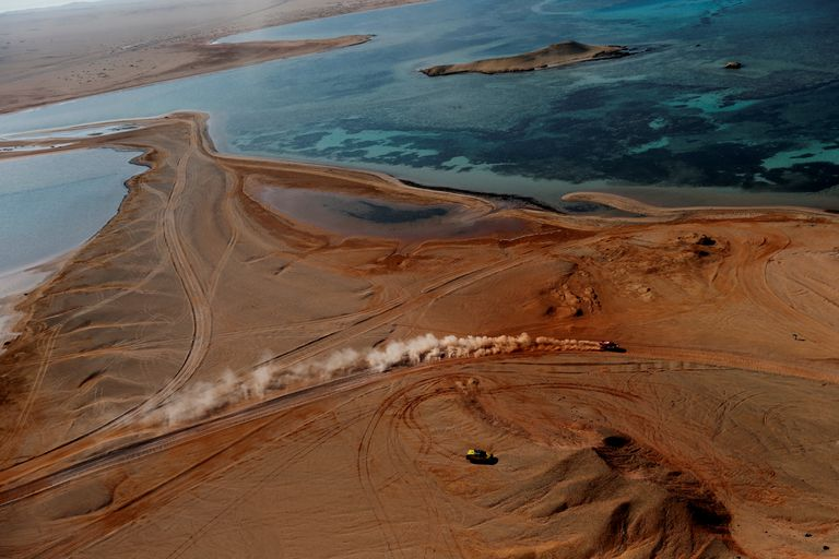 Vista general de la novena etapa del Rally Dakar, Neom-Neom, junto al Mar Rojo.