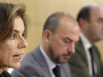 Botella, con Miguel Ángel Villanueva y Antonio de Guindos, en una rueda de prensa.