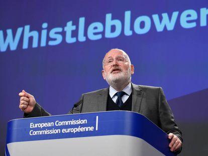 El vicepresidente de la Comisión Europea, Frans Timmermans, esta semana durante la presentación de su propuesta de directiva para proteger a los denunciadores.