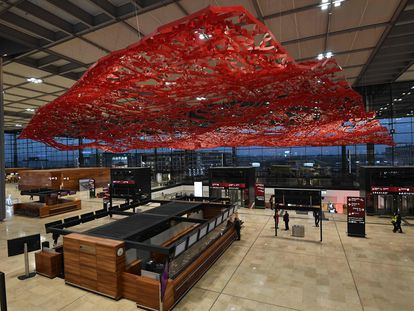 Área de facturación de la Terminal 1 del nuevo aeropuerto de Berlín, Willy Brandt, inaugurado este sábado.