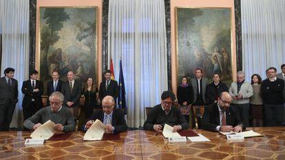 Firma de acuerdo entre Hacienda y sindicatos de la Función Pública en el Ministerio de Hacienda.