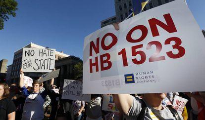 Manifestación contra la ley discriminatoria de Misisipí.
