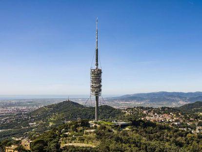 La torre Collserola, con permiso de la Sagrada Familia, es el edificio más fotografiado por los turistas en su visita a la ciudad condal. |