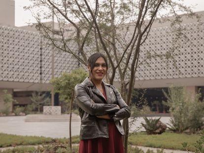 María Clemente, diputada de Morena, en uno de los patios del Congreso mexicano en julio de 2021.