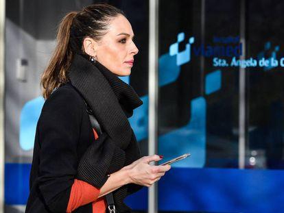 Eva González, el 10 de diciembre por las calles de Sevilla.