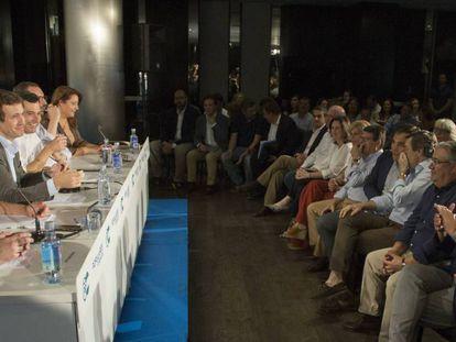 El presidente del PP, Pablo Casado, antes de comenzar la Junta Directiva Regional en Códoba / En vídeo, Casado quiere volver al bipartidismo