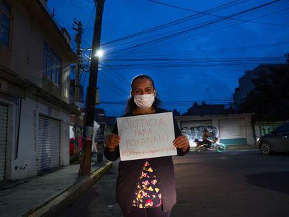 Ana Ruiz, la madre de Roxana Ruiz, pide justicia para su hija, este jueves, en el municipio de Nezahualcóyotl.