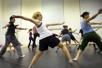 Uno de los talleres de danza impartidos en L'Escorxador de Elche.