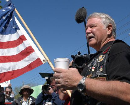 Gritz durante una protesta en Nevada (EE.UU) en 2005 en contra de la eutanasia. Fue en el sonado caso de Terry Schiavo.