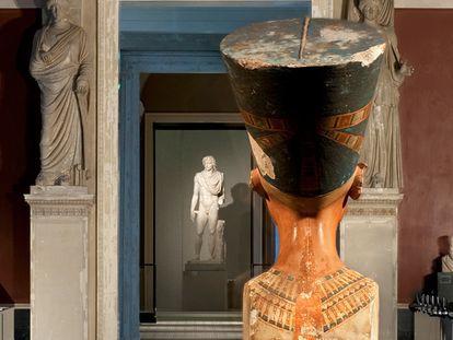El busto de Nefertiti en el Neues Museum de Berlín.