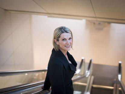 Clare McAndrew, en una de las escaleras de Caixaforum de Barcelona.
