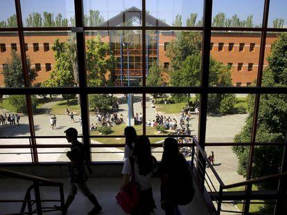 Alumnos de la URJC, este miércoles. En vídeo, reacciones de los alumnos de la URJC.