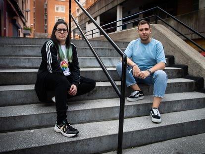 Ana Fernández y Pablo Bermúdez, integrantes de la asociación ALAS, el martes, en A Coruña.
