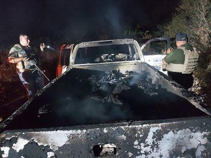 Una de las camionetas halladas en Tamaulipas con 19 cuerpos calcinados.