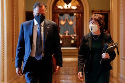 El senador de Utah Mitt Romney y la senadora de Maine Susan Collins, dos de los republicanos que han votado a favor de condenar a Trump, en una imagen del pasado diciembre en el Capitolio.