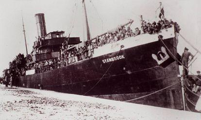El buque Stanbrook, el último barco que salió de Alicante en marzo de 1939 con los perdedores de la Guerra Civil, fondeado en el puerto de Orán.