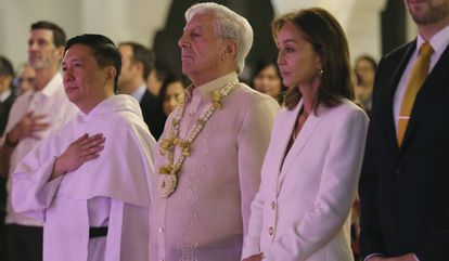 Vargas Llosa e Isabel Preysler, en la Universidad de Santo Tomás.
