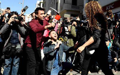 Shakira, ante los periodistas, a la salida del juzgado.