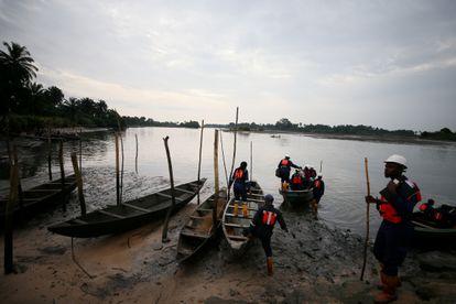 Trabajadores en el Estado de Rivers, en Nigeria, en una imagen de archivo.