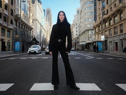 Milena Smit posa en la Gran Vía madrileña el viernes 12 de febrero.