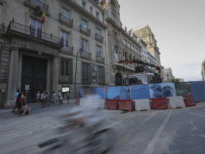 Fachada de la Real Academia de Bellas Artes de San Fernando que da a las obras en la calle de Alcalá.