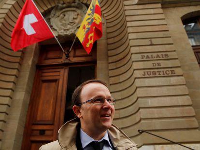 El fiscal suizo Yves Bertossa junto a la Corte de Justicia de Ginebra, en 2018.