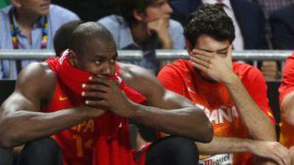 Ibaka y Abrines, en el partido contra Francia.