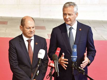 El ministro alemán de Finanzas, Olaf Scholz (izquierda), junto su homólogo francés, Bruno Le Maire, el sábado en Viena.