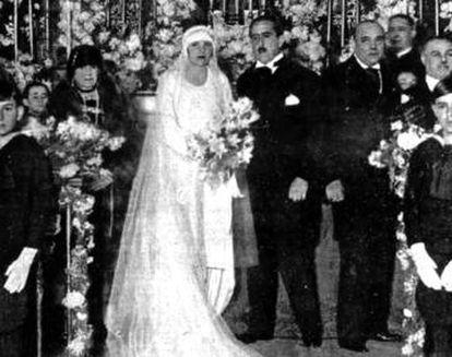 Enrique Meneses, con su esposa, Carmen Miniaty, el día de su boda.