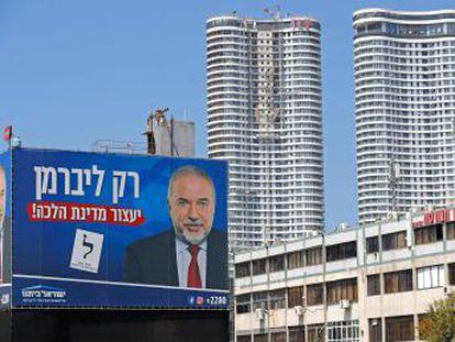 El malestar ante las imposiciones de los ultraortodoxos impulsa el auge electoral del ultra Lieberman