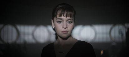 Emilia Clarke, como Qi'ra en una imagen de la película.