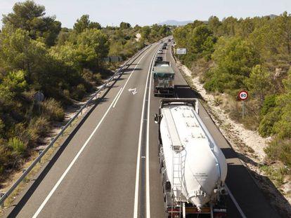 Camiones en la N-340, este agosto.