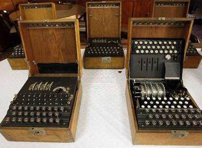 Varias máquinas descifradoras depositadas en el Cuartel General del Ejército.