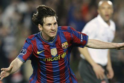 Messi anota los cuatro goles del Barcelona ante el Arsenal.