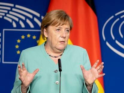 La canciller alemana, Angela Merkel, en el Parlamento Europeo, en Bruselas, Bélgica.
