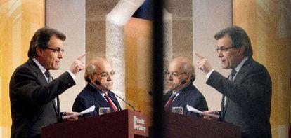 El presidente de la Generalitat, Artur Mas, y el consejero de Economía, Andreu Mas-Colell, durante su comparecencia de ayer.