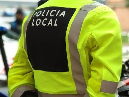 Un agente de policía local.