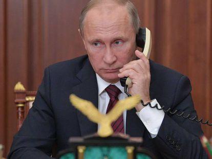 El presidente ruso, Vladímir Putin, mantiene una conversación desde el Kremlin, en Moscú, el pasado 15 de noviembre.