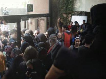 La primera jornada de huelga estudiantil indefinida registra un seguimiento muy irregular