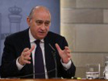 Fernández Díaz investiga si tenía autorización de los mandos policiales y si sus actividades privadas eran compatibles con su cargo