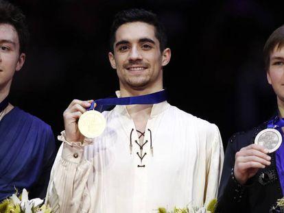 Fernández, con la medalla de oro en el podio.