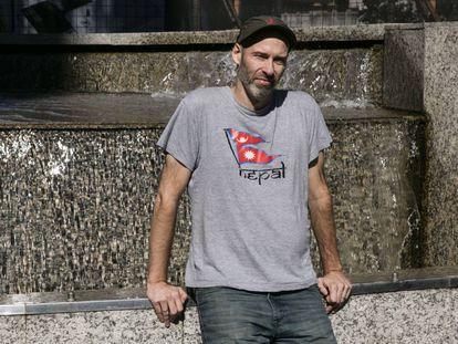 El escritor y periodista Andrés Burgo, en Buenos Aires