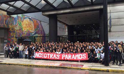 Empleadas del ministerio de Trabajo protestan contra la violencia de género.