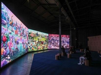 La exposición 'El Jardín de las Delicias', basada en la obra pictórica de El Bosco, de la colección SOLO en la Nave 16 de Matadero.